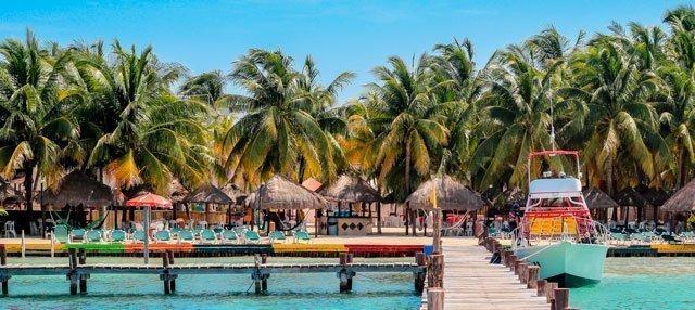 Siente las aguas tibias y gratas de Isla Mujeres Playas en el mundo